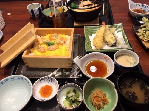 藍屋 幕張店 (サーモンはらこ飯定食と野菜ときのこのスープ焚きうどん定食とフリードリンク付き,2月のネイル