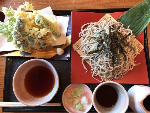 そば処 みのり(野菜天婦羅と荏胡麻ざる蕎麦と海老天婦羅と胡桃ざる蕎麦)