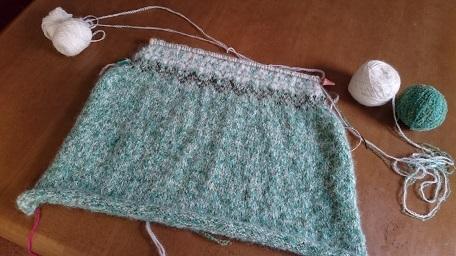 途中編み込みセーター